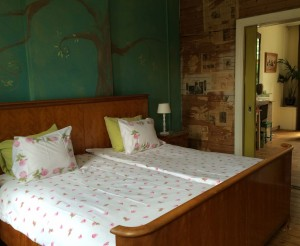 Bed and Breakfast Maastricht met king size bed en suite deuren