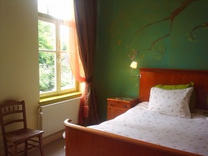 Bed and Breakfast Maastricht met king size bed en uitzicht op de binnenplaatsen